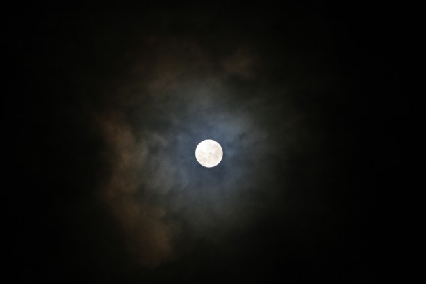 moon-with-dusty-cloud