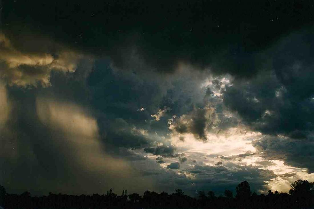 Light through storm clouds 1184x788