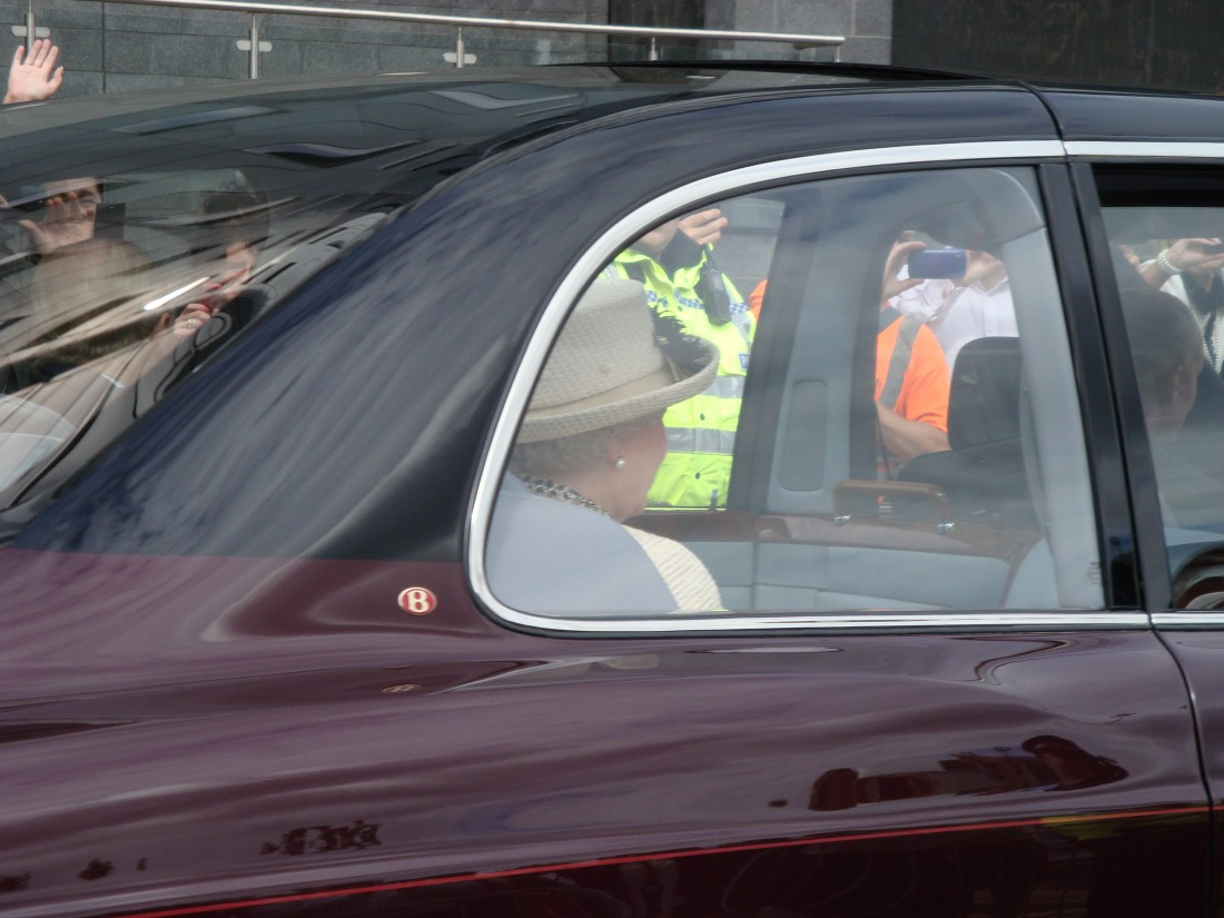 Queen in car Leeds 2012